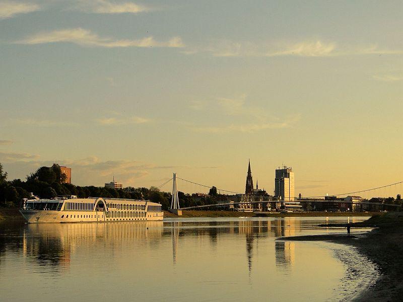 najbolja web mjesta za upoznavanje u Austriji je emily osment izlazi s mitchel musso 2013